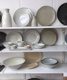Ceramic vs Melamine Dinner Ware – What Works Best?